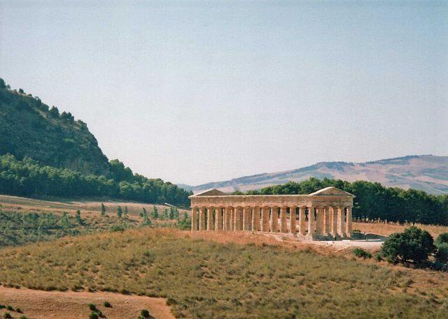 640px-Segesta_Temple