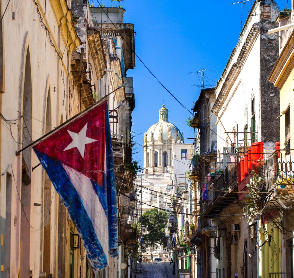 Karibik Kuba mit Nationalflagge und Capitol Ansicht
