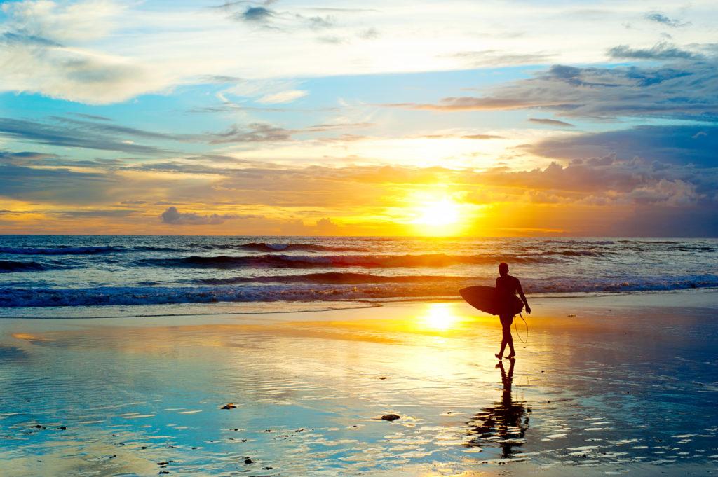 SURFING EN BALI
